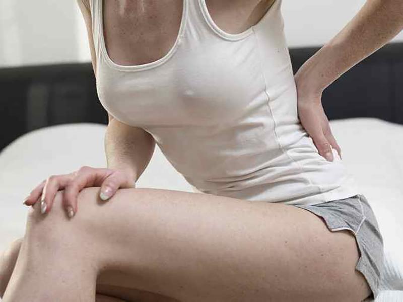 Почему болит спина перед месячными – основные причины неприятного ощущения. Почему перед месячными болит поясница, характер болевых ощущений в норме